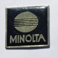 Pin's MINOLTA - Le Logo - D618 - Photography