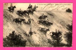 La Cavalerie Légère En Manoeuvre - Descente Dans Un Fossé Profond - Manoeuvres