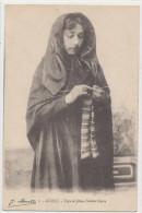 TYPE DE JEUNE FILLE CORSE  Femme Tricotant - France