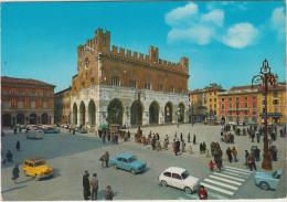 Piacenza: ALFA ROMEO GIULIA Ti, FIAT 500C BELVEDERE & 600, VW T-BUS, SIMCA 1000 -  Piazza Cavali - Italia - PKW