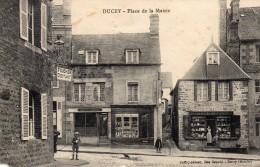 CPA -   DUCEY  (50)  Place De La Mairie   (nombreux Commerces Avec Leurs Noms ) - Ducey