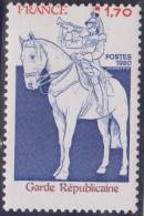 """VARIETE Sur N° 2115 Neuf ** :  """"Garde Républicaine """"DÉCENTRÉ VERTICAL . Neuf** Luxe - Varietà: 1980-89 Nuovi"""