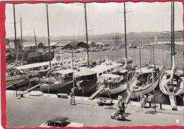 CPSM 83 SAINT TROPEZ Le Port  Les Bords De La Riviera  ( Quai Voiliers  * Format CPM - Saint-Tropez