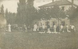 BELLE CARTE PHOTO DE 1922 D UNE FERME  - ELEVAGE - OUVRIERS AGRICOLES - SOLDATS - Fermes