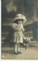 YOUNG GIRL IN HAT WITH BASKET OF FLOWERS  RP - Gruppi Di Bambini & Famiglie