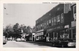 FOXBORO (Massachusetts, USA) - Central St., Business Distrikt, Restaurant Store Alte Autos, Fotokarte Gel.1966 - Autres
