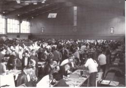 CPM SALON CARTOMANIA  ?  BLAGNAC 1996 NOVEMBRE INTERIEUR SALLE COLLECTIONNEURS - Bourses & Salons De Collections