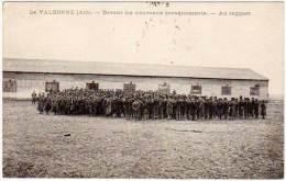 La Valbonne - Devant Les Nouveaux Baraquements - Au Rapport (militaires, Soldats, Postée En FM, Cachet Au Verso) - France