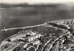 CPSM  -  SAINT - TROPEZ  (83)  Vue Générale Sur Le Port, Vers L' Esterel - Saint-Tropez