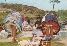 1980 CIRCA NAZARE LAVADEIRAS A ACAMAR A ROUPA - Portugal