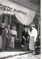 Grande Photo  24 Cm X 30 Cm    Fanny  Devant Le Bar De La Marine - Beroemde Personen