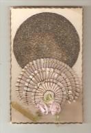 """Carte Fantaisie Système : Eventail Tissu"""" Qui S´ouvre  Rose - 2 Petites Roses En Tissu - Cercle Avec Paillettes - A Systèmes"""