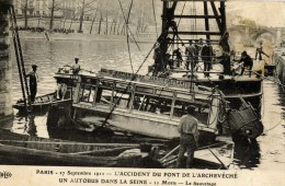 75-Un Autobus Dans La Seine Pont De L´Archévéché-Le Sauvetage--ELD - Transport Urbain En Surface