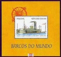 ANGOLA   1094  MINT NEVER HINGED SOUVENIR SHEET OF SHIPS   #  026-7   ( - Barcos