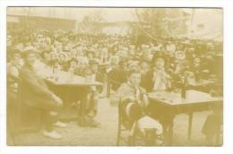 GROUPE  D' ENFANTS  ( école Ou Cabaret à Situer  ? ) / CARTE-PHOTO , Tirage Argentique - Schools
