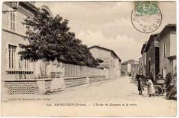 Anneyron - L'école De Garçons Et La Route - Autres Communes