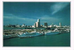 MIAMI - View Of The Harbour In Miami / Vue Du Port De Miami - Au Dos Commentaires Sur La Ville - Circulée - Miami