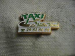 Pin's TAXI De La Vallée Verte - Badges