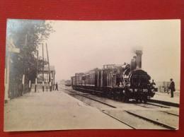 03 Allier  DOMPIERRE SUR BESBRE Locomotive 915 Photo Prise En 1958 Par Le Journaliste De La Vie Du Rail - France
