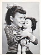 23646 -2 Photo - Enfant Fillette Poupee Jouet - Chalons Sur Marne  -France -photographe Boulve ? - - Personnes Anonymes