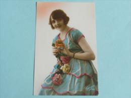 Femme à La Robe Bleue - Femmes