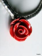 Bracelet Rose Rouge Artisanale En Céramique Tubes, Perles Et Accessoires En Métal Argenté  Une Délicate Rose Rouge En Po - Bracciali