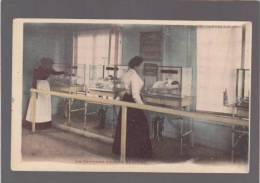 *Paris - Exposition 1900 - Les Couveuses D'enfants, Intérieur - Expositions