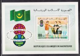 Mauritania Used Scott #C184 Souvenir Sheet 100um Soccer Players Holding Pennants - World Cup - Mauritanie (1960-...)