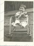 REAL PHOTO, Little Girl With A Doll, Children's Rocking Chair, Petite Fille Avec Une Poupée, Old Photo ORIGINAL - Portraits
