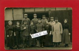 GUERRE 1914 1918 GROUPE DE SOLDATS DU 4e ET FEMMES PHOTO D ATELIER CARTE PHOTO ARGENTIQUE EN BON ETAT - Weltkrieg 1914-18