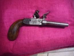 Pistolet A Silex A Systeme Deux Canons - Armes Neutralisées