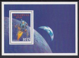 Maldives MNH Scott #1272 Souvenir Sheet 15r Apollo Spacecraft Orbiting The Moon - Maldives (1965-...)
