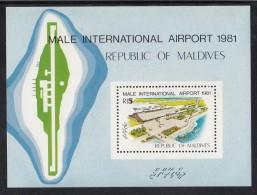 Maldives MNH Scott #928 Souvenir Sheet 5r Terminal - Male International Airport - Maldives (1965-...)