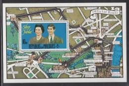 Maldives MNH Scott #668 Souvenir Sheet 10r Queen Elizabeth II, Prince Charles - Silver Jubilee - Maldives (1965-...)