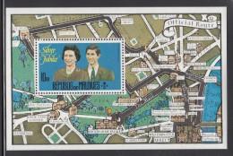 Maldives MNH Scott #668 Souvenir Sheet 10r Queen Elizabeth II, Prince Charles - Silver Jubilee - Familles Royales