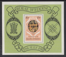 Maldives MNH Scott #909 Souvenir Sheet 10r Royal State Coach - Royal Wedding Prince Charles, Lady Diana - Maldives (1965-...)