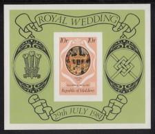 Maldives MNH Scott #909 Imperf Souvenir Sheet 10r Royal State Coach - Royal Wedding Prince Charles, Lady Diana - Maldives (1965-...)
