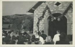 44Ri    04 Photo Originale Chapelle église à Identifier Un Jour De Fete (sans Doute Basses Alpes) - Foto's