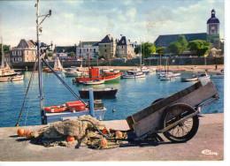 Piriac-sur-Mer.. Belle Vue Du Port.. Bateaux.. L'Eglise - Piriac Sur Mer
