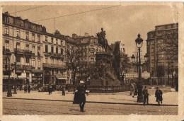 LILLE LA PLACE RICHEBE LA STATUE DU GENERAL FAIDHERBE CPA NO 7 ANIMEE - Lille
