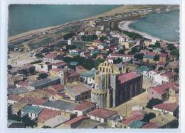 10023. SAINTES-MARIES-de-la-MER - VUE GENERALE AERIENNE - Au 1er Plan, L' Eglise Fortifiée - Saintes Maries De La Mer