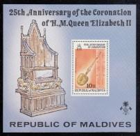 Maldives MNH Scott #749 Souvenir Sheet 10r Anointing Spoon - 25th Anniversary Of Coronation Elizabeth II - Maldives (1965-...)