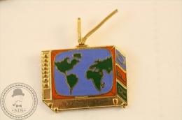 RFO Radio Television France - Pin Badge - #PLS - Medios De Comunicación
