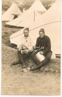 """SUPERBE CARTE PHOTO De 2 Militaires """" Cassant La Croute """" Au Campement. Grande Qualité ! RARE AINSI ++ - War 1914-18"""