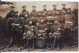 Carte Postale Photo Militaire Allemand De DARMSTADT (Allemagne-Hesse) Soldat Sabre-Epée-Chope Bière-Foto Fritz Sengers- - Darmstadt