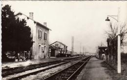 47 - CPM TRENTELS - LADIGNAC. La Gare. Ref 75 - Andere Gemeenten
