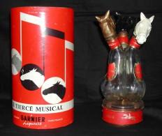 Liqueurs GARNIER, Le Tiercé Musical, 3 Bouteilles Sur Un Socle, Roulette Et Musical - Andere Flessen