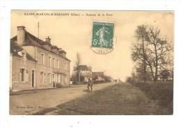 CPA : 18 - Saint Martin D´Auxigny : Avenue De La Gare : Route - Maisons - Homme Ayant Fait Tomber Son Vélo ..Peu Commun. - Frankreich