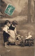 Portrait D'enfant Jeux D'enfants Bébé Dans Une Charette TB Timbrée - Portraits