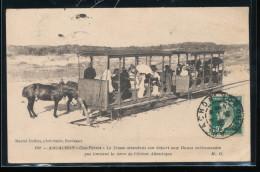 33 --  Arcachon -- Cap - Ferret -- Le Tram Attendant Son Depart Aux Dunes - Arcachon